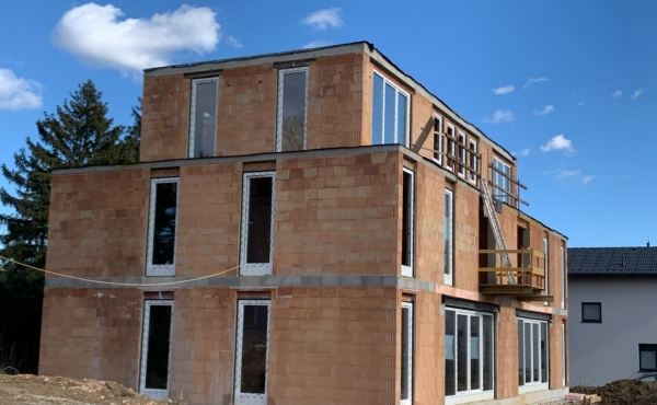 Zwei moderne Doppelhaushälften