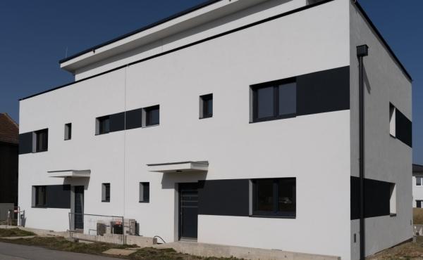 Moderne Wohnhäuser in der Bauphase - Himberg bei Wien (Musterhaus auf den Bildern)