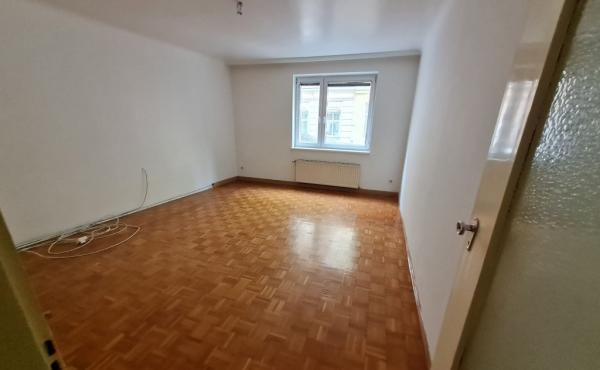Zentralbegehbare 3 Zimmer Wohnung mit  separaten Küche