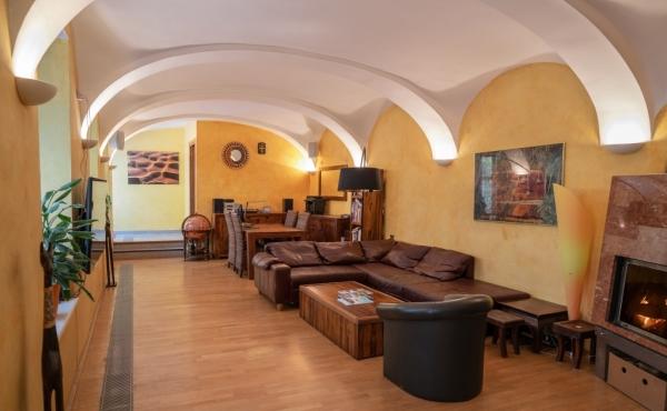 WOHN(T)RAUM – 1060 WIEN  270m² Wohnfläche – Maisonette-Wohnung + 2 Zimmer  Appartement mit 100m² Garten